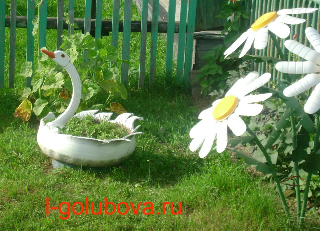 клумба-лебедь из автопокрышки